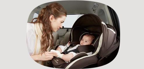 隣の座席からでも赤ちゃんのお世話が楽にできます。